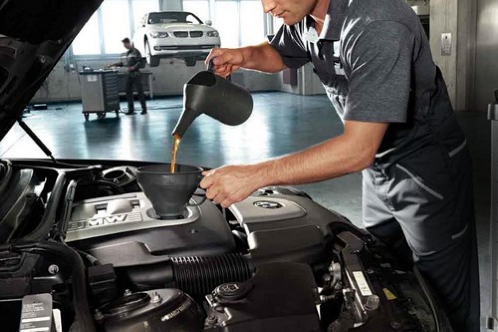 Que óleo usar para completar o nível de óleo do motor ?